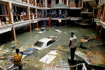 Tsunami Pictures: #5 - A flooded hotel in Thailand