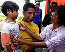 7-year-old tsunami survivor is reunited with her parents